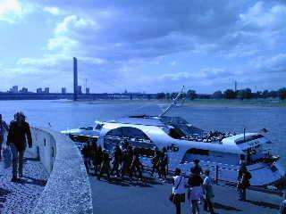 NRW Düsseldorf Rheinufer Hafen